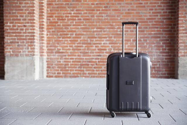 画像1: 旅行時に女性が持ち歩く○○の重さは牛乳パック1本分!?