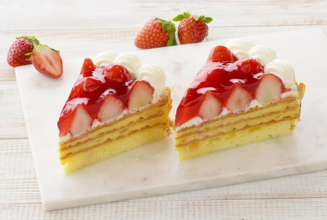 画像: 商品名:「紅ほっぺのナポレオンパイ」 価 格: 1個 ¥680(税込¥734) 販売期間: 2019年1月6日~5月9日頃 特 長: 甘みと酸味のバランスが絶妙な紅ほっぺ苺と、りんご入りまろやかカスタード、風味ゆたかなパイが織りなすハーモニーをお楽しみいただけます。