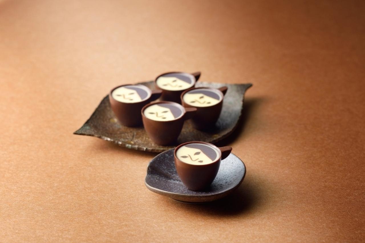 画像: <よーじや> よーじや特製カプチーノチョコレート (5 個入り/限定パッケージ) 税込 1,566 円 カフェで人気のカプチーノをそのままチョコに。ヒアルロン酸入り。