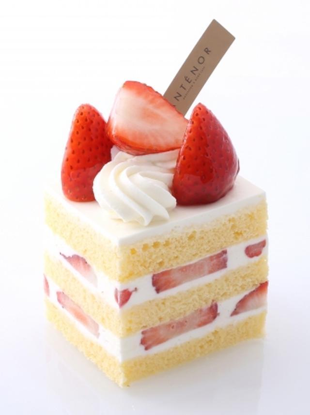 画像: 旬苺使用  ショートケーキ しっとりスポンジに北海道産生クリームをブレンドしたまろやかなクリームと、酸味と甘みのバランスのよい旬苺をサンド。人気 NO.1のケーキを旬苺でさらに美味しくお届けします。 販売価格:税込 ¥594 販売期間:1月 15 日~ 2 月 28 日