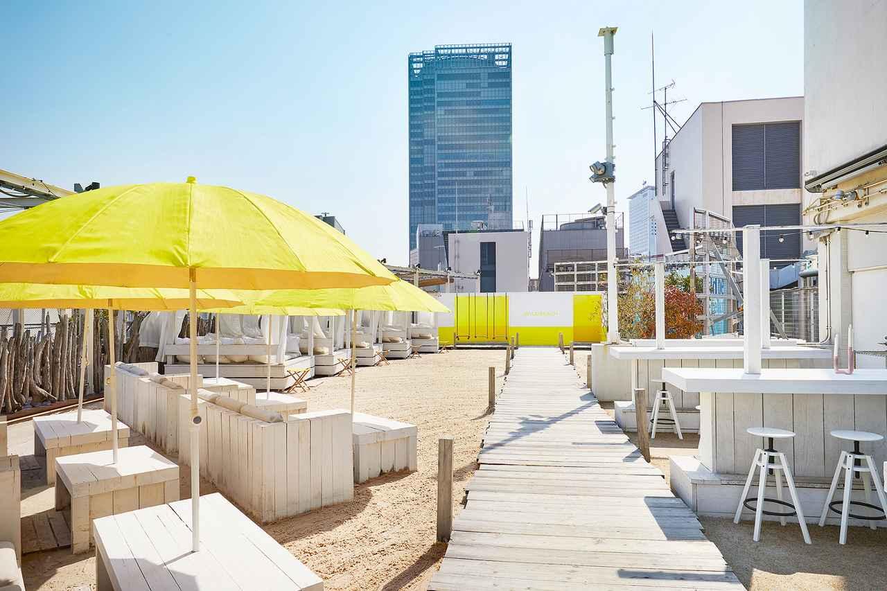 画像5: 都会の屋上に白いビーチが広がる非日常空間