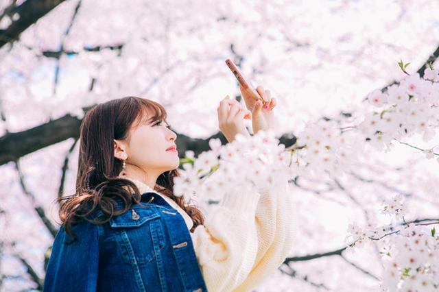 画像4: 花柄ロングワンピースのコーデ5選!