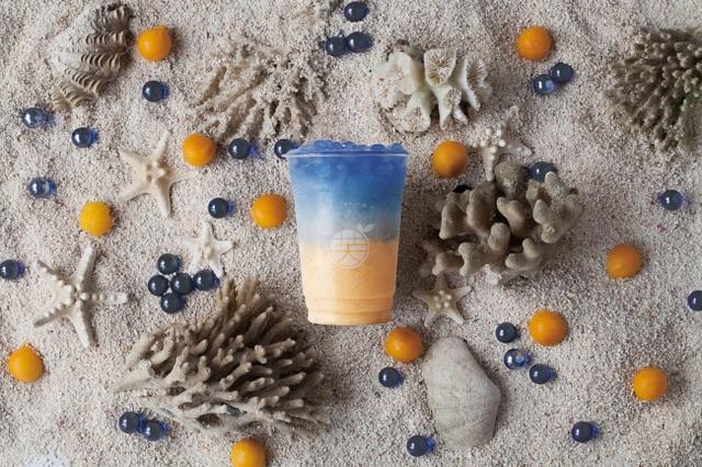 画像: マンゴースムージー+牛乳+レモン+蜂蜜+ブルータピオカ ¥800(税込)