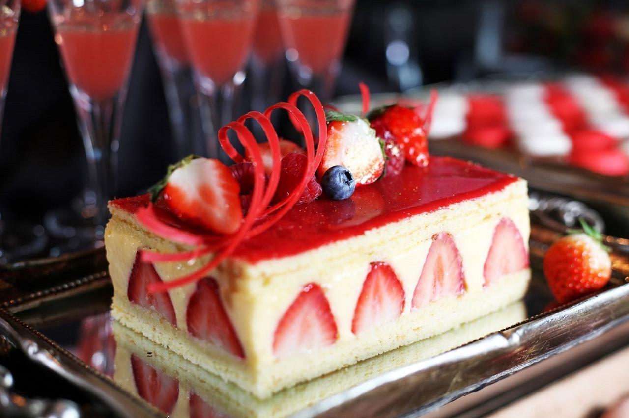 画像: 【フレジェ】 フレッシュな苺とカスタードクリームを贅沢に使ったフランスの伝統菓子。