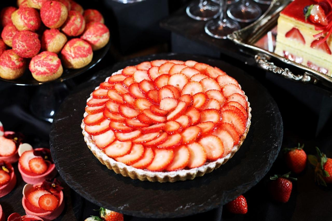 画像: 【苺のタルト】 これぞ苺!な人気デザート。さくさくのタルトにどっさり苺をトッピング。