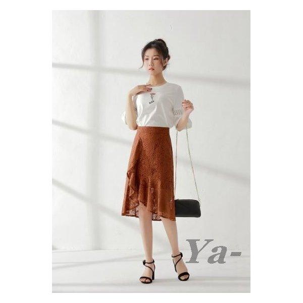 画像1: ブラウンのロング丈スカートが秋らしい