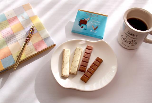 画像: 【ゴディバ】小分けの5本入りチョコレート「ゴディバ ココナッツ」など全3フレーバー新登場