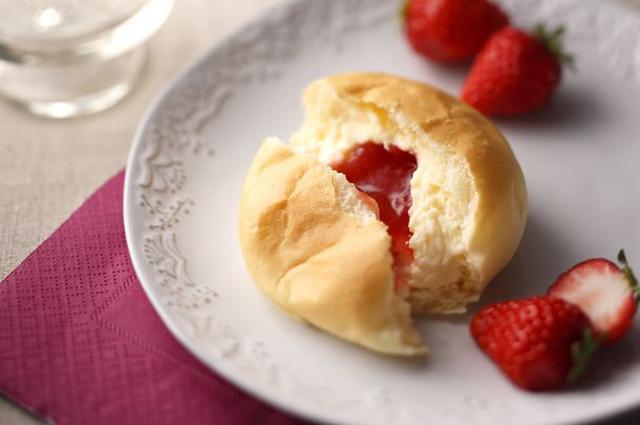 画像: 八天堂のくりーむパンに人気のあまおう苺が登場!