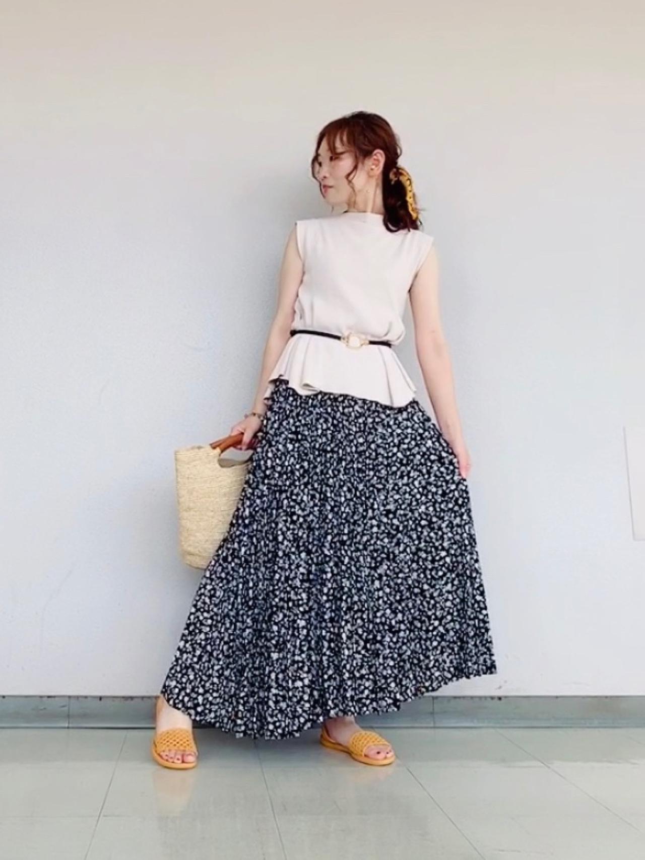 画像: おすすめコーデ① トップス×柄プリーツスカートの大人コーデ
