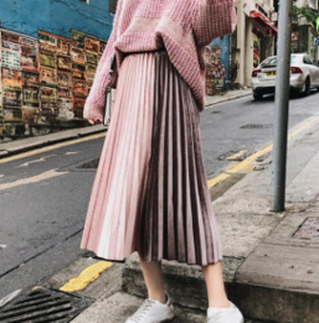 画像: ベロアプリーツスカート www.qoo10.jp