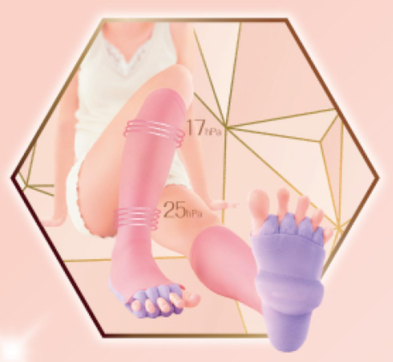 画像: ・足裏ビーズクッションで、足裏をグイグイ刺激 ・足指ビーズセパレーターで、足指をしっかり広げリフレッシュ ・高着圧設計(足首25hPa、ふくらはぎ17hPa)で、ふくらはぎをキュッとひきしめ ・はきごこちのよいふんわりパイル編み
