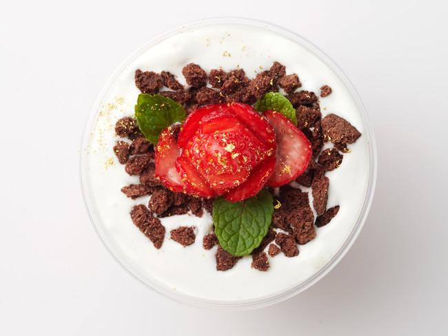 画像1: イチゴを贅沢に使った「ラッキーストロベリー」を期間限定で販売