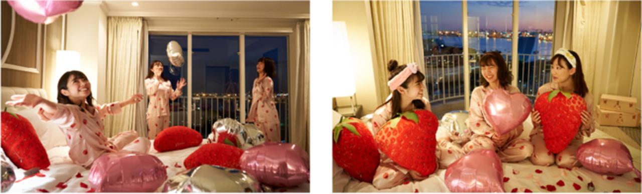 画像: フォトジェニックな空間を楽しめるいちごクッションやバルーンを使ってお部屋の中をデコレーションすることも