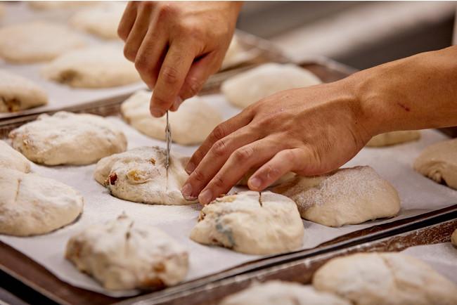 画像2: 職人が丁寧に焼き上げた、芳醇な食パン