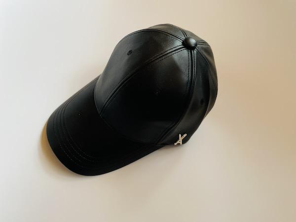 画像1: 【Qoo10で見つけた】VARZAR(バザール)世界中で大人気の韓国発ヘッドウエアブランド!黒レザーキャップで秋ファッションがキマる♪