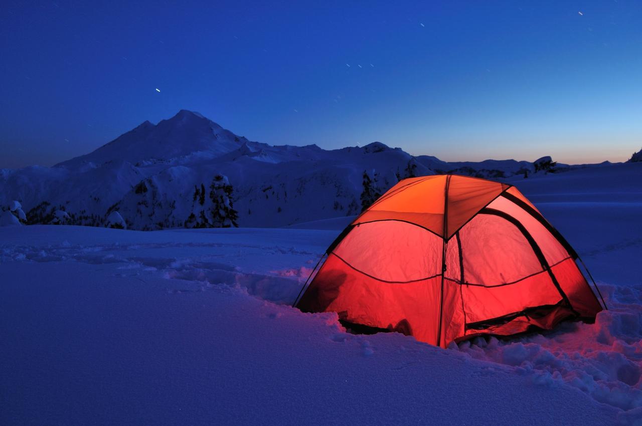 画像: 寝袋(シュラフ)・マットレス・ホットカーペットを揃えて、冬キャンプで快適な夜を!