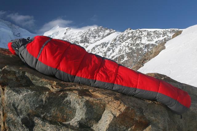 画像: 寒くない冬用寝袋(シュラフ)で冬キャンプに安眠を!