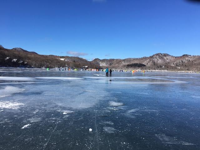 画像: 群馬県赤城大沼でワカサギ釣り!? 空・山・湖・氷!とにかく自然がキレイ!