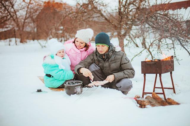 画像: 防寒対策をしっかりして冬も家族で快適なキャンプを