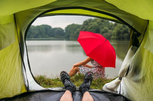 画像: 雨の日でもキャンプは楽しめる