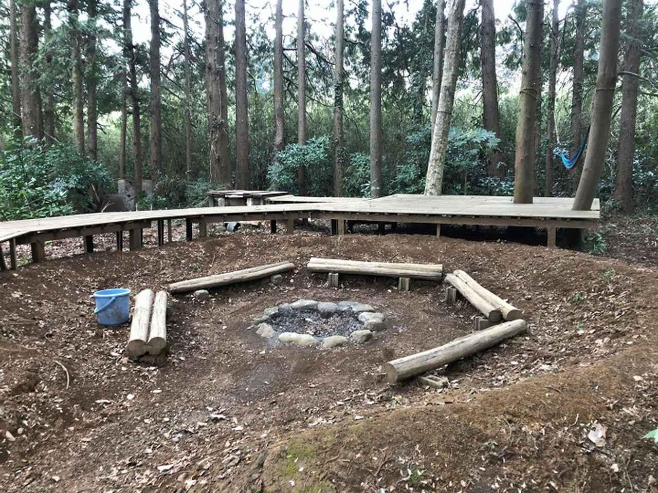 画像: ロケをした「焚き火ビレッジいの」敷地内には本格的な焚き火スペースも