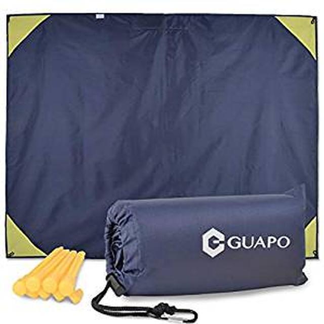 画像: Amazon | 【\高評価/平均レビュー4.5点以上】GUAPO 軽量 コンパクト レジャーシート 防水 撥水 【2in1 スポーツ観戦や野外フェスで雨から守るレインコート機能あり】 グランドシート 耐水圧2000mm 高耐久性 折りたたみ [ペグ4本+カラビナ+収納袋付き] | GUAPO | レジャーシート・ブランケット
