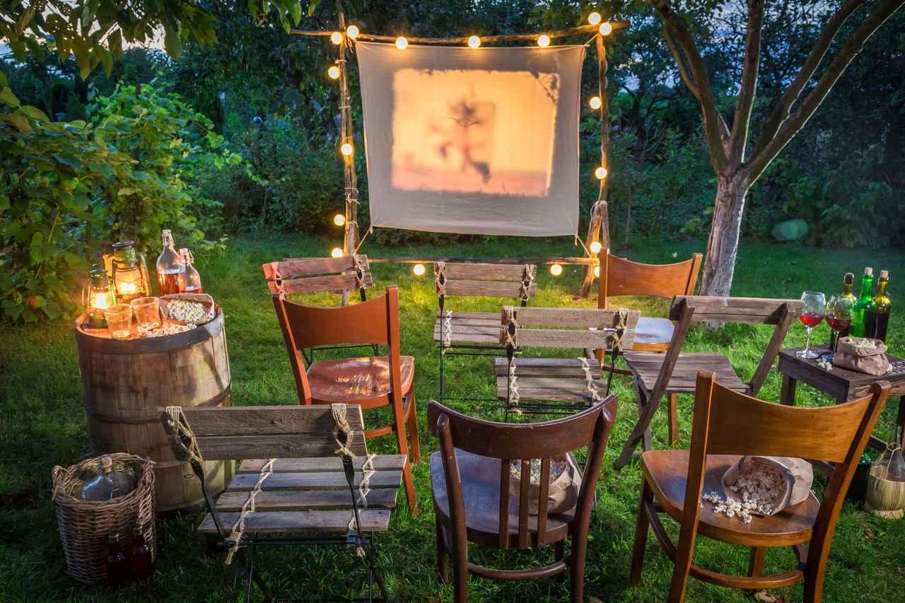画像: 屋外シアターを自作しよう! スクリーン&プロジェクターを準備するだけ 誰でも楽しめるキャンプ映画館