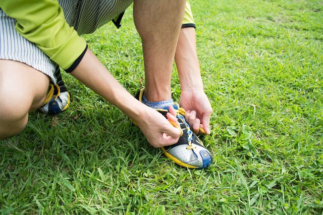 画像: ウォーキングシューズは足の幅や高さなど適切なサイズで