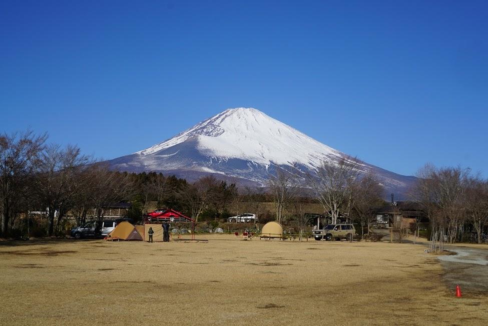 画像: 天気のいい日には、ドカンと富士山が見えるやまぼうしオートキャンプ場