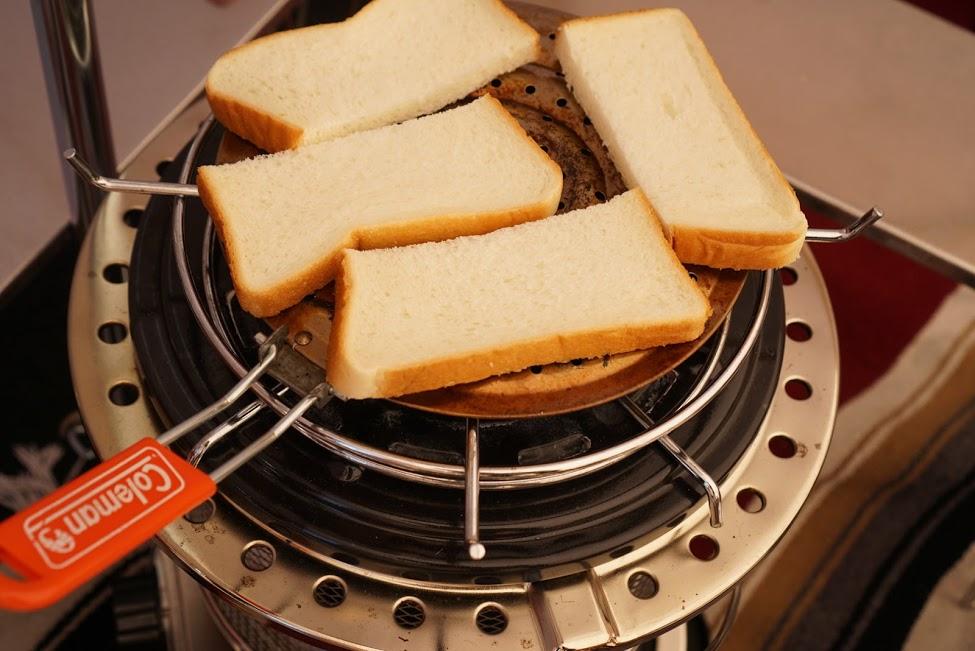 画像: fam付録のコールマンホットプレートはパンを焼くにも便利で、大活躍してます。