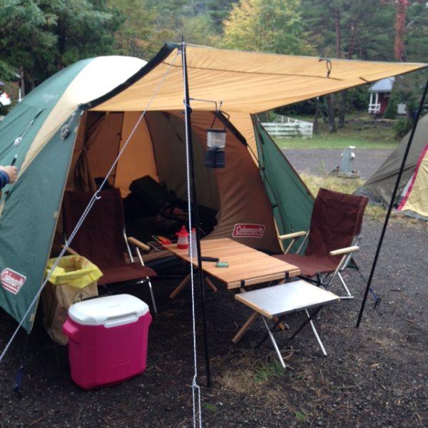 画像: 2017年にレンタルした時は、コールマンのBCクロスドームテントでした。定番のコールマン商品なので、組み立ても楽ですし、雨でも安心して過ごせました。