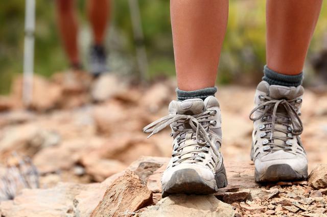画像: 本格的な登山はハイカット 軽登山やハイキングはミドルカットやローカットがおすすめ
