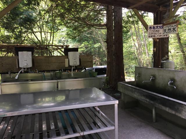 画像: 【静岡県】西富士オートキャンプ場 こちらの炊事場はお湯が出ます。