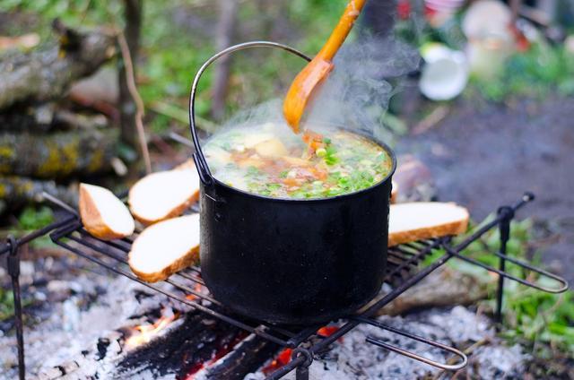 画像: 体中に染み渡る感動! 意外と冷える春キャンプにスープは欠かせない