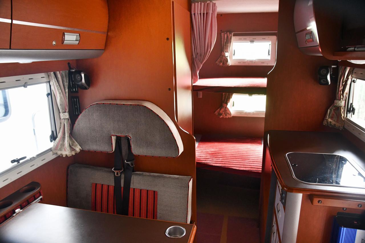 画像: 備え付け家具やシートをしっかり見よう 前オーナーの手入れの良し悪しがわかる!