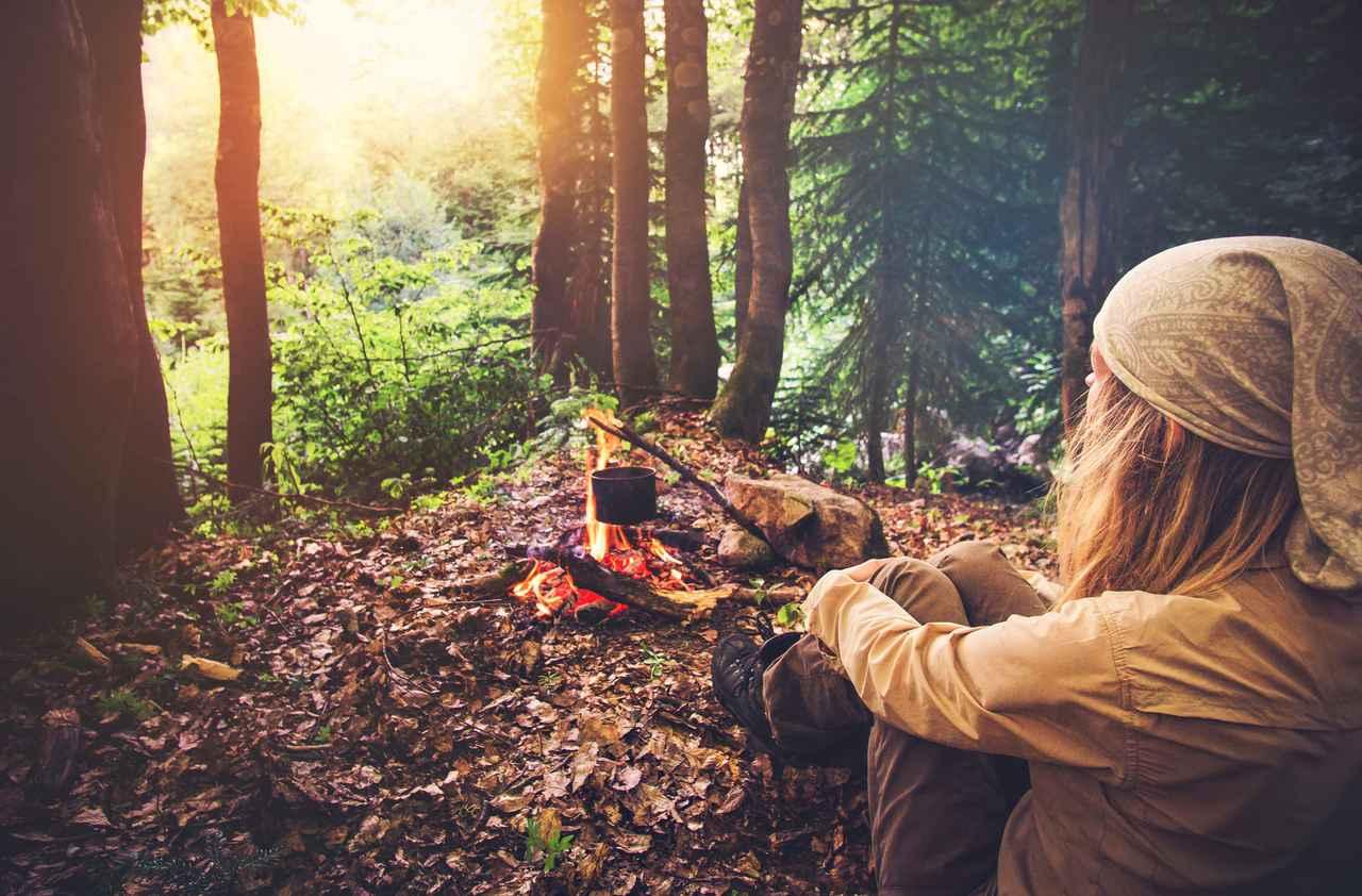 画像: ソロキャンプの料理では荷物と手間を減らすことが重要 家で準備したり、カット野菜を使ったりしよう