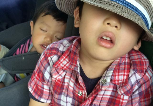 画像2: 寝顔を眺める幸せな時間