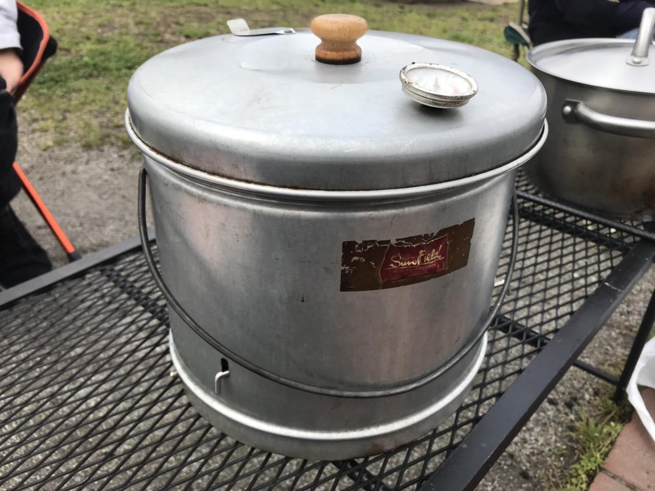 画像2: 燻製チャーシューは燻製器がなくても作れる! 豚バラブロックが収まるサイズの蓋付き鍋でOK