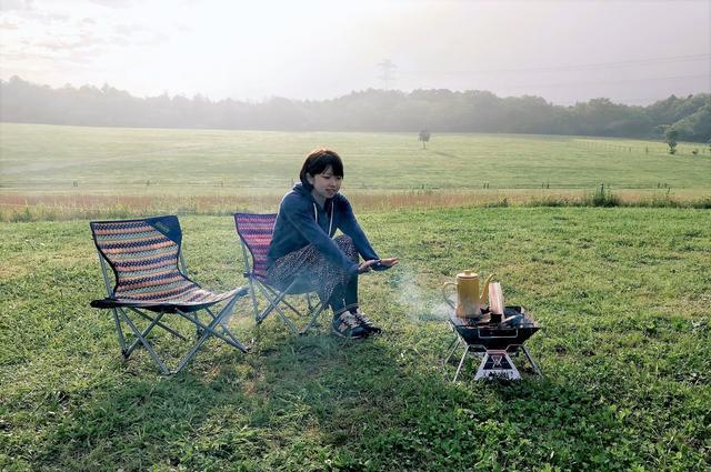画像: 2人キャンプの朝。コーヒーでゆっくり目覚める時間@森のまきばオートキャンプ場 futaricampguide.com