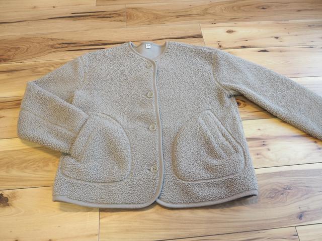 画像: フリースノーカラージャケット:ユニクロ(画像:筆者撮影) これはボアタイプで人気があり、カラーによってはすぐに売り切れてしまったそうです。この冬たくさん着ました。