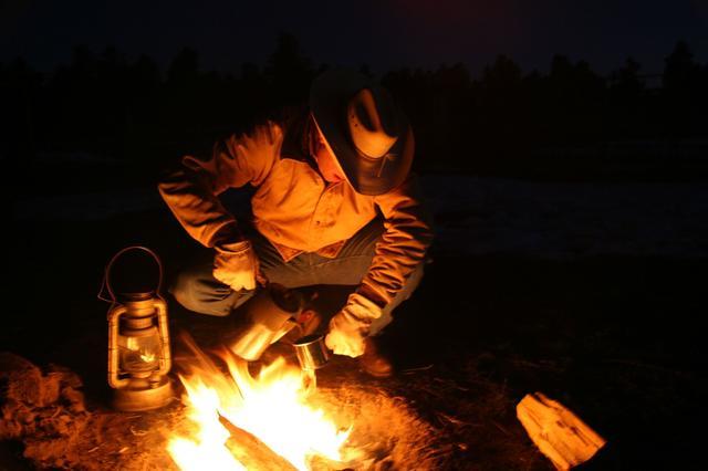 画像: 焚き火を思い切り楽しみたいなら、専用アウターをゲットして!