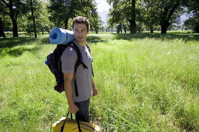 画像: 最低限の持ち物で身軽にソロキャンプを楽しみたい方におすすめ!
