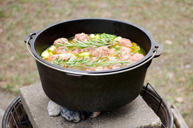 画像: ダッチオーブンとは、料理の幅が広がる万能鍋!