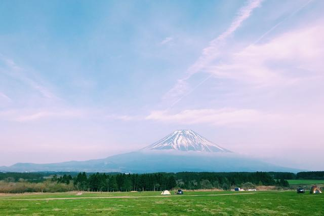 画像: 平らな草原のふもとっぱらキャンプ場 futaricampguide.com