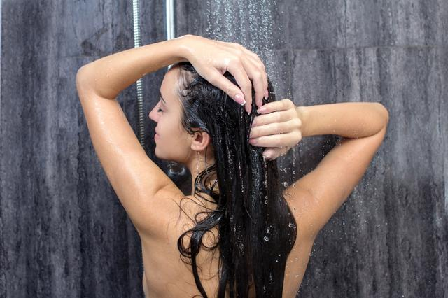 画像: お風呂のないキャンプ場でもシャワーグッズを活用して快適に