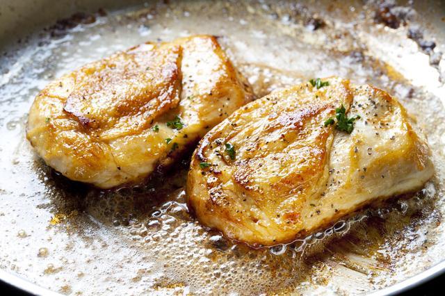 画像: ニンニクの香りが食欲を誘う! ガーリックチキンステーキ