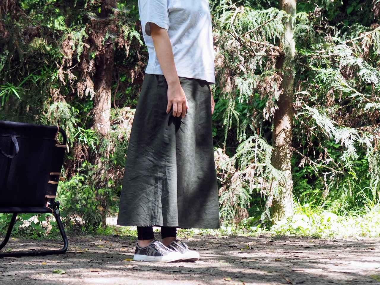 画像: 『クロップドクルーネックT』と『リネンコットンロングスカート』を合わせてみました。筆者身長:155cm 画像:筆者撮影