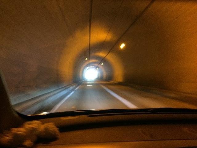画像: 筆者撮影 ※暇なので意味無く撮影(どこかのトンネル)