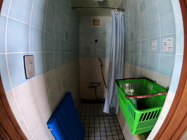 画像: シャワーが使えるのはさすが海辺のキャンプ場:著者撮影