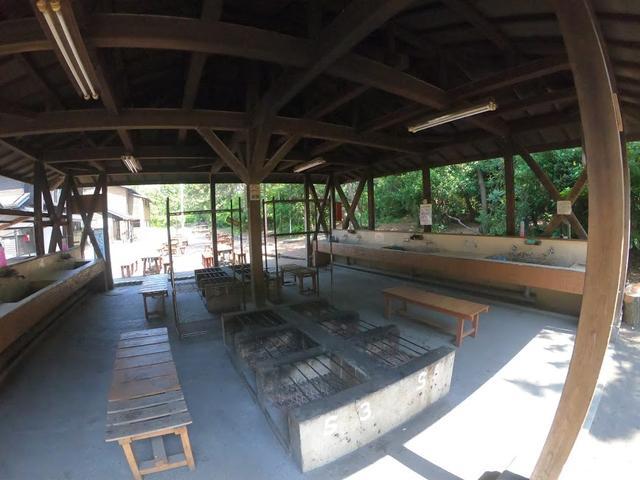画像: 水道、かまどがある炊事場:著者撮影